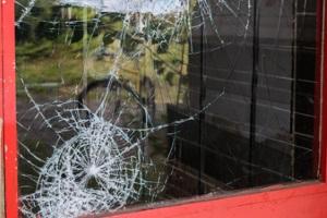 Sicherheitsrisiko: Defekte Fenster können eine Mietminderung dann begründen.