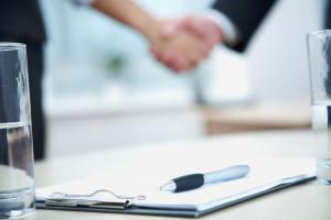 Bevor Sie die Miete wirklich mindern, sollten sie sich an den vertraglichen Pflichten orientieren, die Sie mit dem Vermieter vereinbart haben.