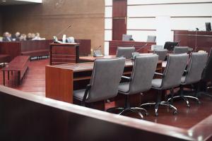 Der Prozess um eine Mietminderung ohne Anwalt ist in der ersten Instanz auch vor Gericht möglich.