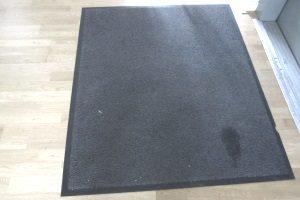 Mietminderung: Ist der Teppichboden verschlissen, kann in einigen Fällen gemindert werden.